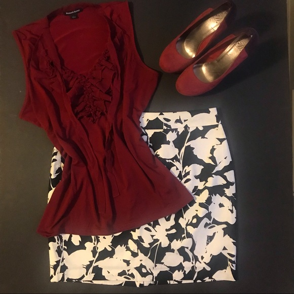 Banana Republic Dresses & Skirts - Banana Republic, B/W floral abstract pencil skirt